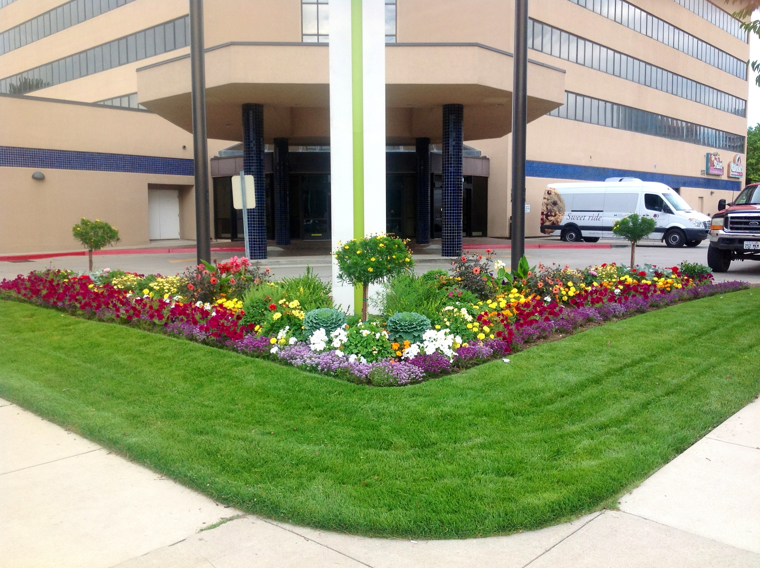 Commercial landscaping gallery ridgeline landscaping for Commercial landscaping